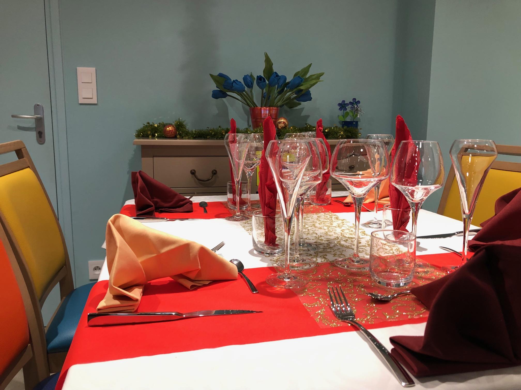 Repas de fête du 25 décembre au Prieuré de St Louans