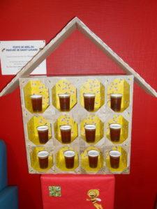 Vente de miel du Prieuré de Saint-Louans : 3 euros le pot de 250g.